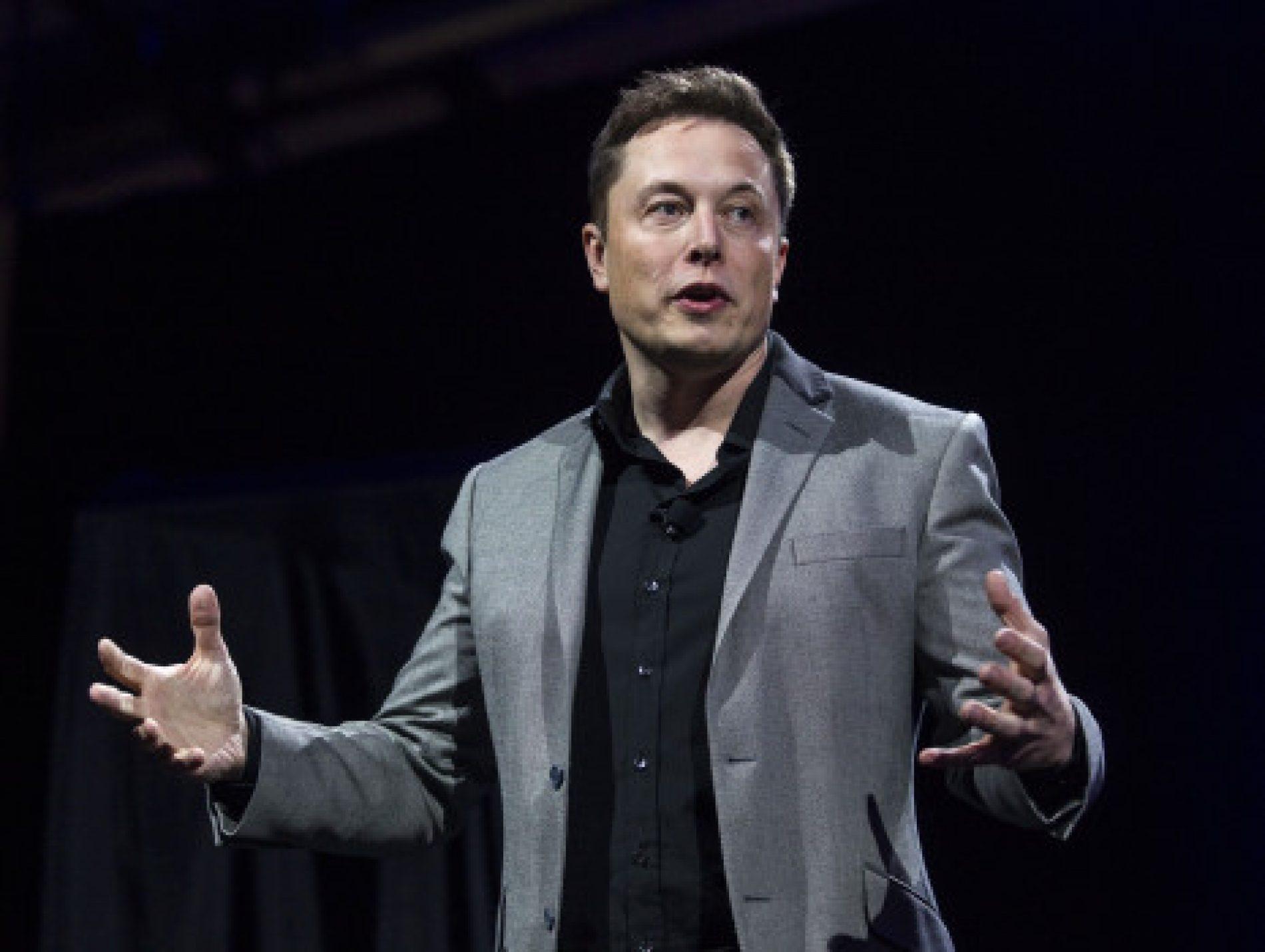 Elon Musk CEO'luk Görevine Devam Edecek